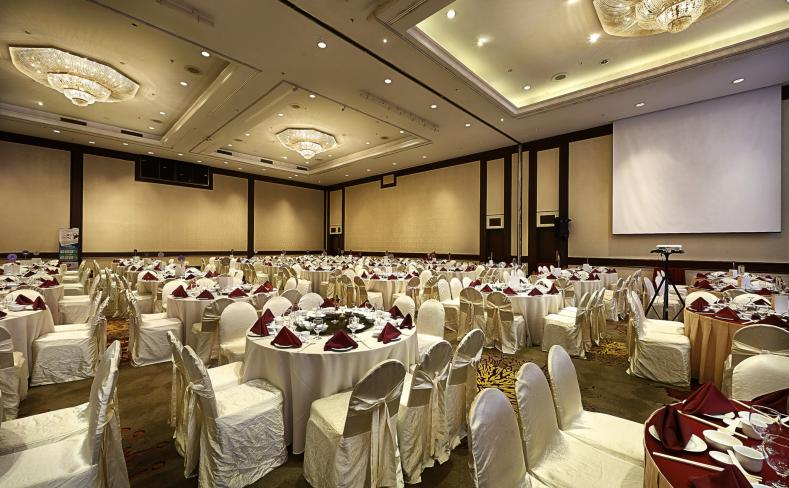 Dewan Berjaya - Banquet Setup Side View