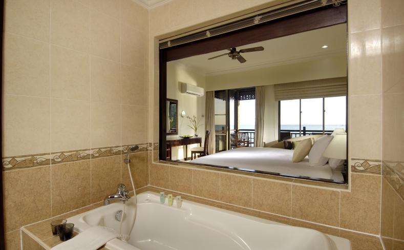 Premier Chalet on Water – Bathroom