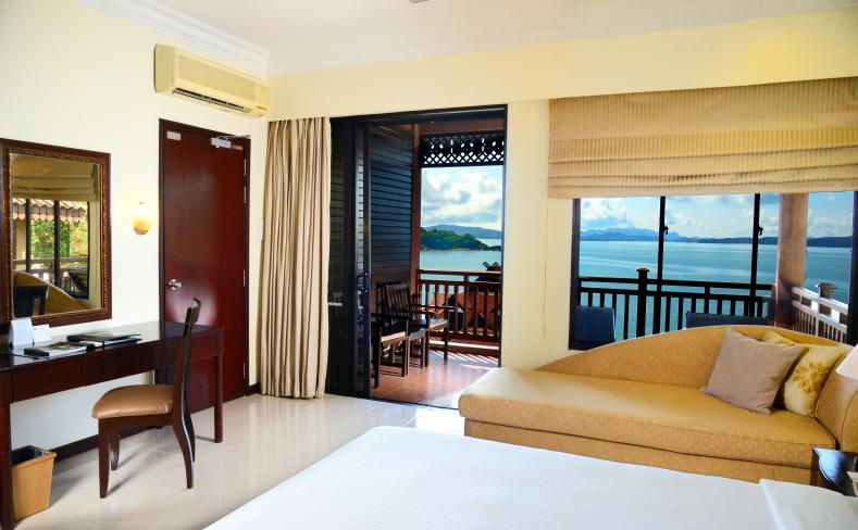 Premier Seaview Chalet - Room Interior