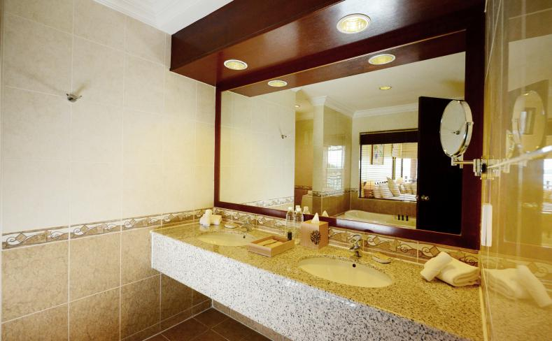 Premier Seaview Chalet - Bathroom Interior