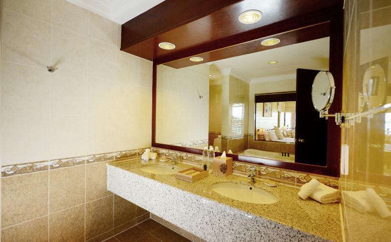 Premier Seaview Chalet - Bathroom