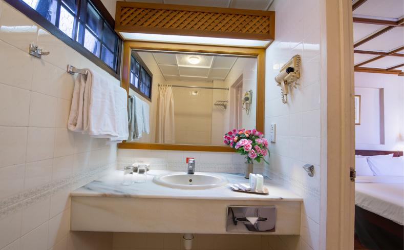 Sea View Chalet - Bathroom