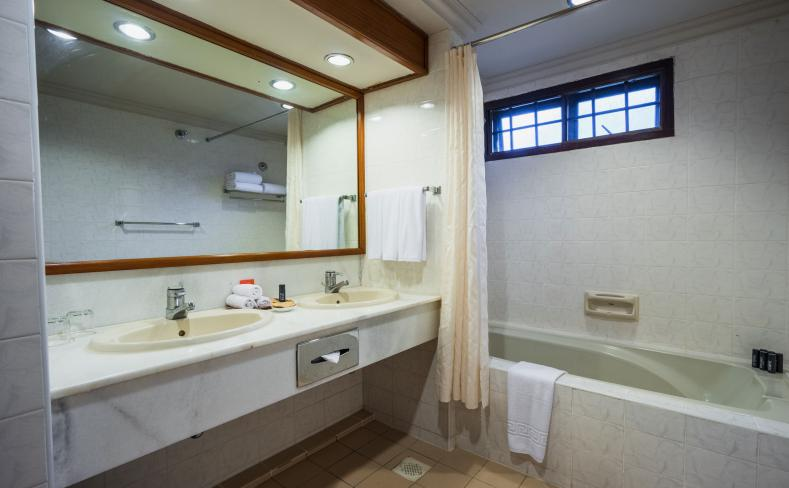 Beach Chalet - Bathroom