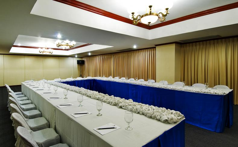 berjaya makati hotel meeting room u shaped setup close up - U Shape Hotel Decoration