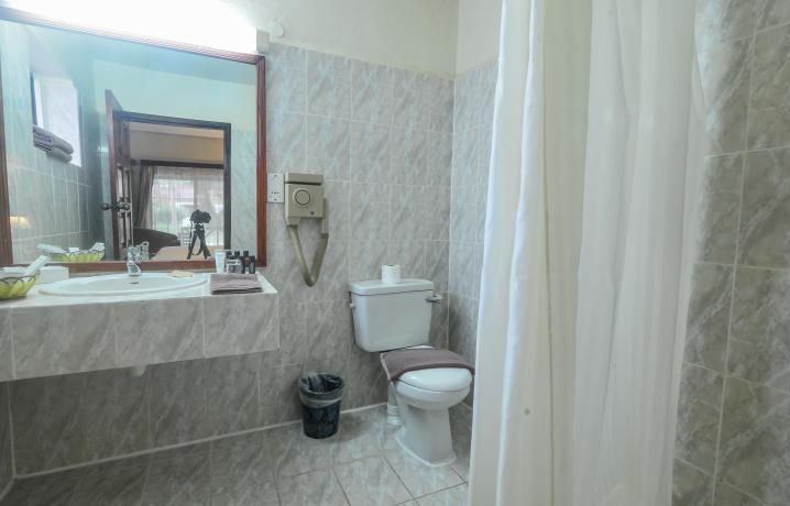 Deluxe Family Bathroom