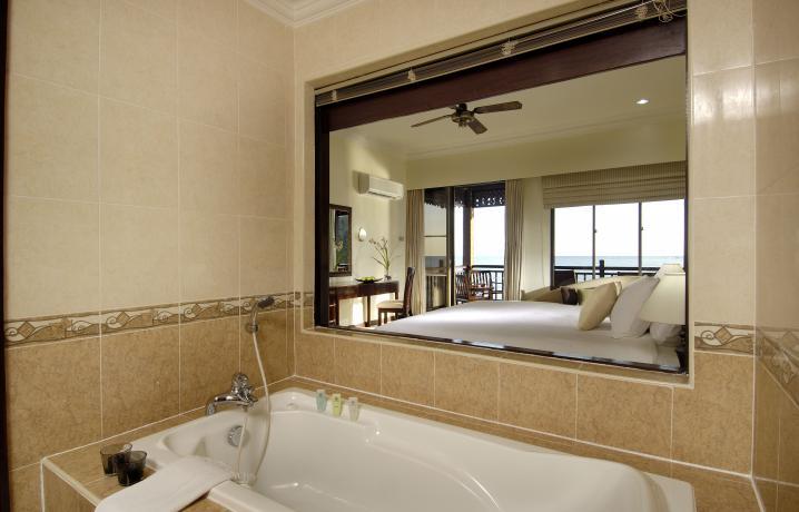 Premier Chalet on Water – Shower Room