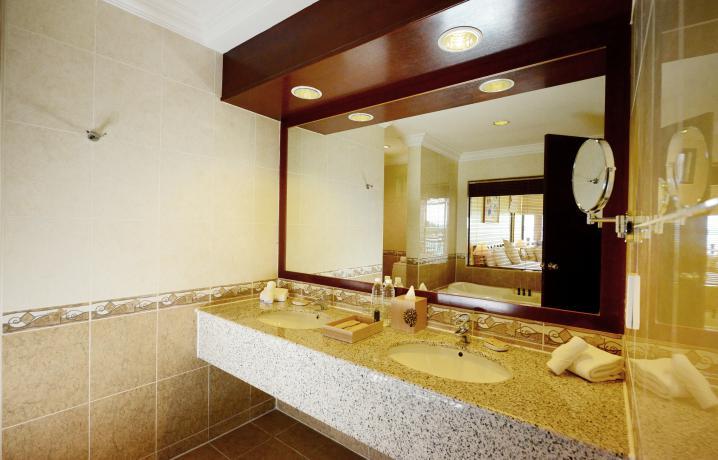 Premier Seaview Chalet - Bathroom Interior