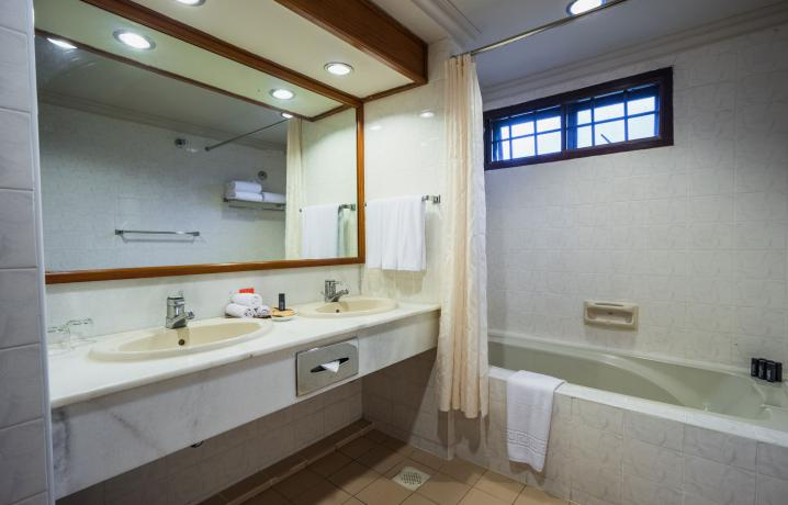 Beach Chalet - Bathroom