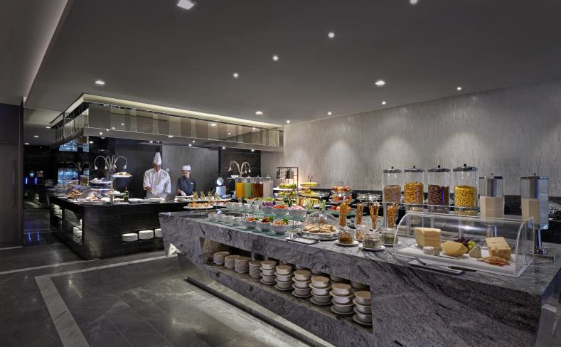 Club Lounge - Buffet Line